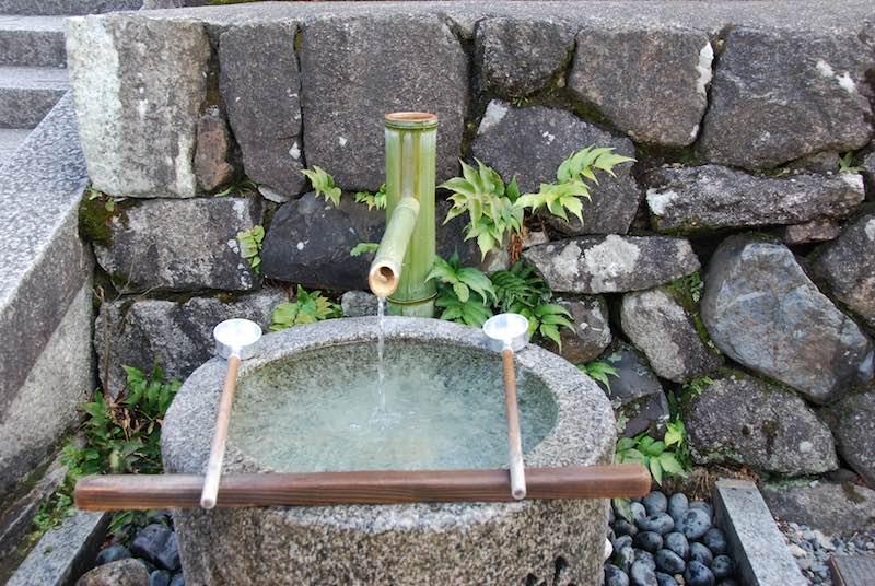japonyada tapınak ritüeli