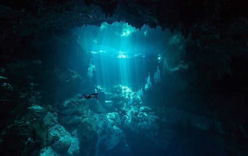 Meksika cenote el pit dalış