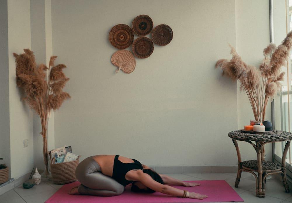 yoga çocuk pozu balasana