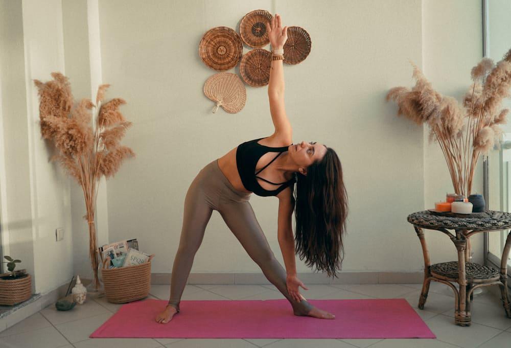 yoga hareketleri Trikonasana